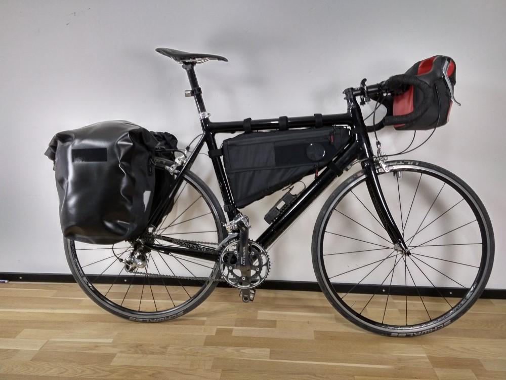 Das fertig gepackte Fahrrad für die Bikepacking Tour