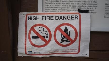 Waldbrandgefahr - keine Feuer - Schild Bikepacking Kanada