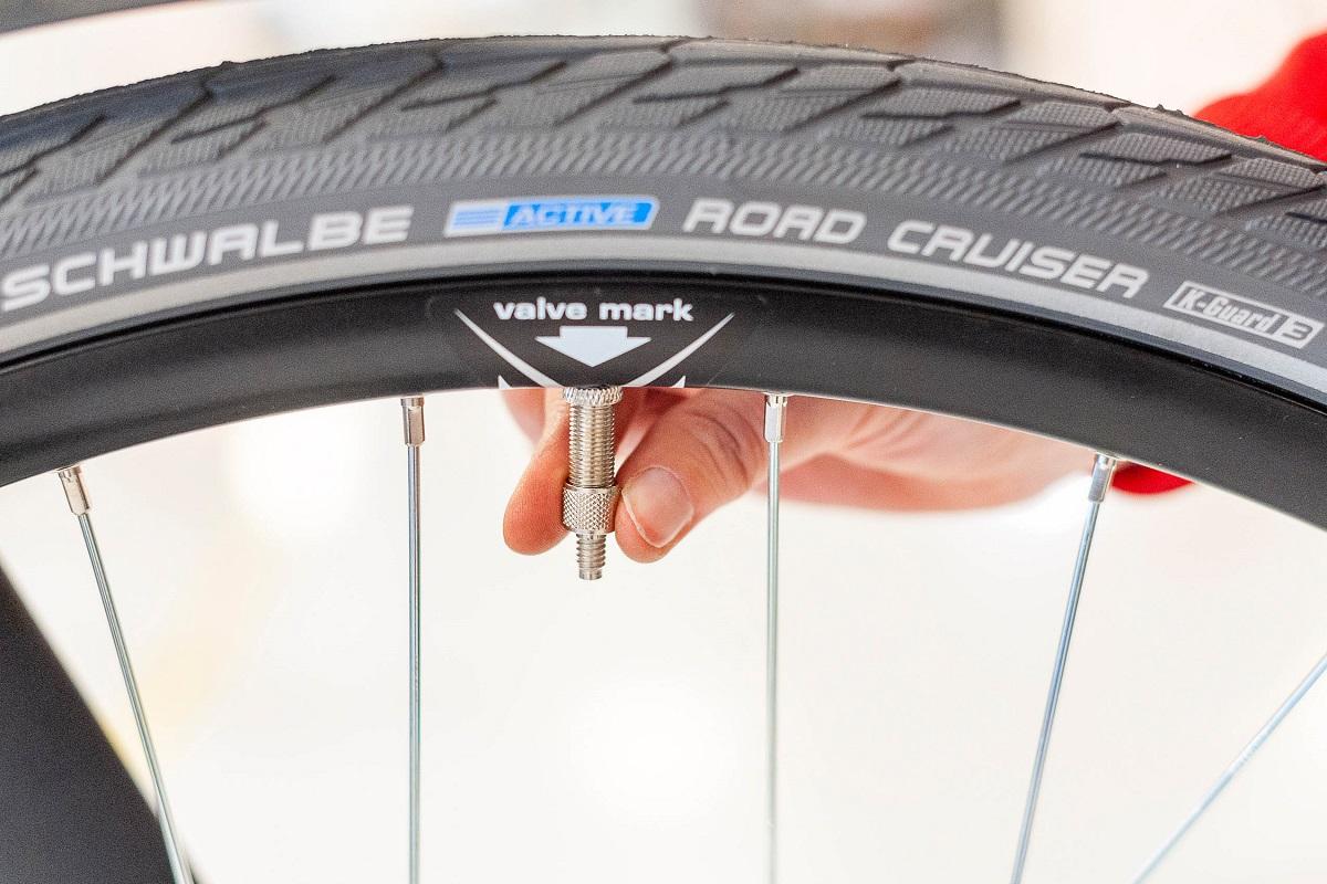 Fahrrad Reifendruck - Dunlopventil Luft ablassen