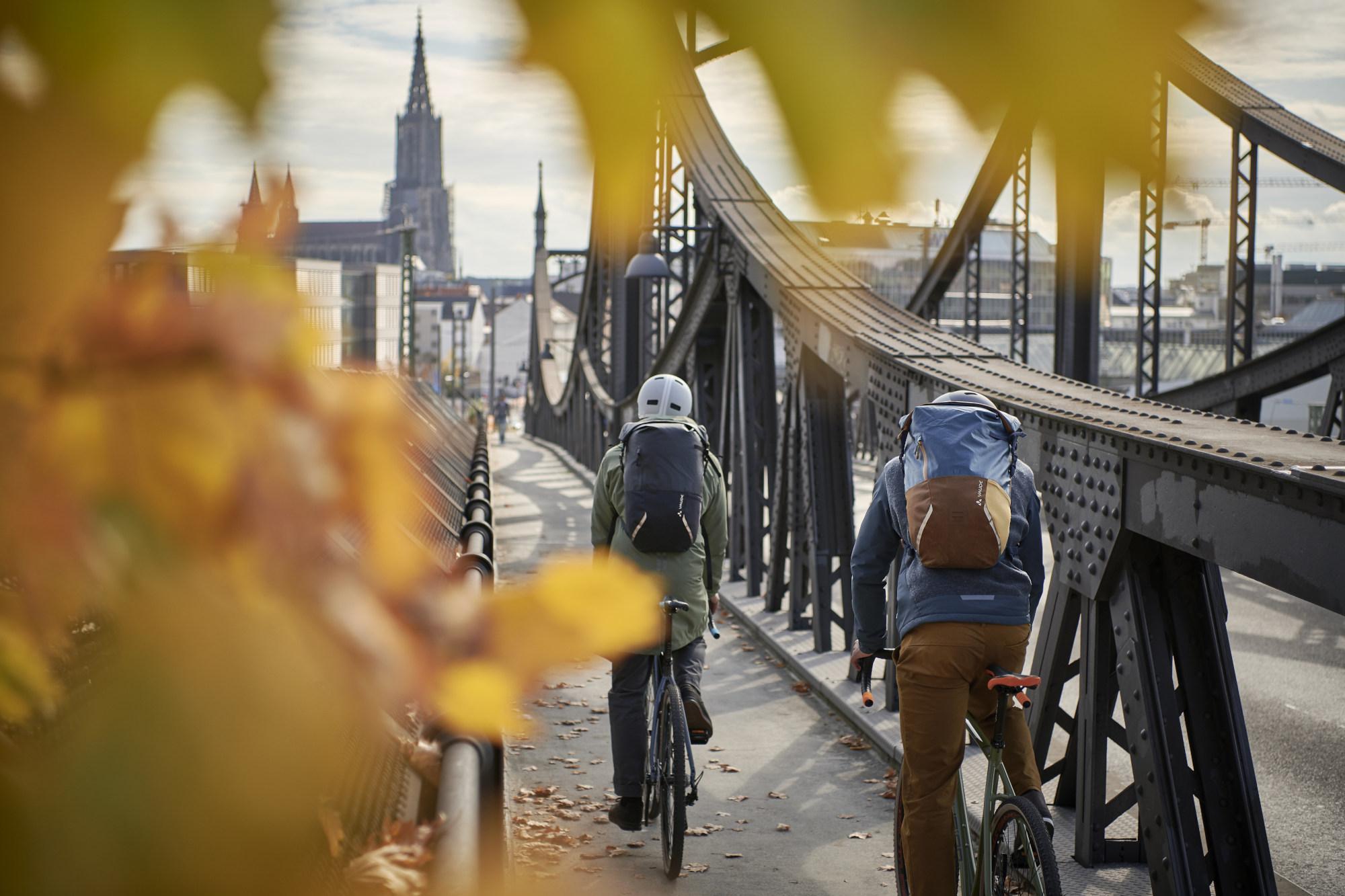 Sicher  durch  den  Herbst  mit  dem  fahrrad.de  Guide