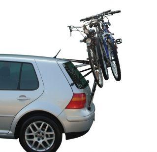 Montierter Heckträger mit Fahrrädern